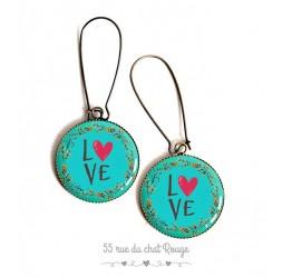 Boucles d'oreilles, message LOVE, rouge et turquoise, résine époxy, bronze, bijoux pour femme