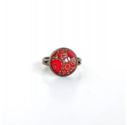 Kleiner Cabochon Ring, Inspiration rote Blumen Hindu Bronze