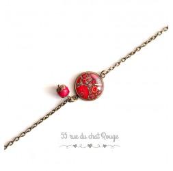 Bracelete cadena fina, flores rojas cabujón, inspiración hindú, bronce