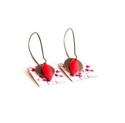 Ohrringe, Anhänger, extravagant kleine rote und weiße Blumen, Kunsthandwerk