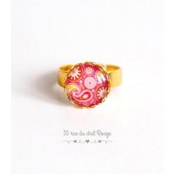 Anello cabochon tondo, forma arabesco rosso e rosa, paisley, finitura oro