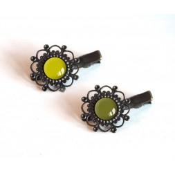 2 Barrettes de pelo, cabujón, tonos de verde, de color caqui y de anís verde, bronce