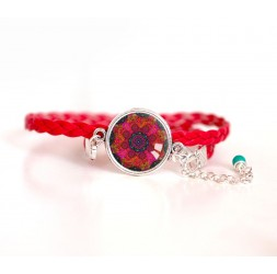 Pulsera de mujer, cordón rojo, mandala roja cabujón y fushia