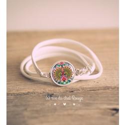Bracelet manchette simili cuir blanc, Cabochon oiseau Paon