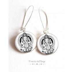 Orecchini, Dio indù Ganesh, bianco e nero, resina epossidica cabochon