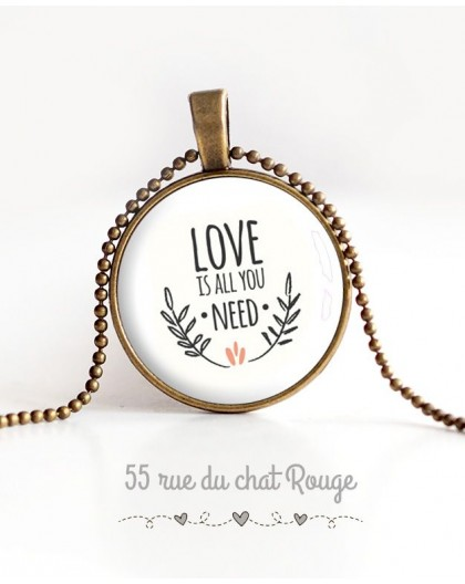 Collier pendentif cabochon, Message Love is all you need, bronze