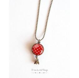 collar largo, colgante de doble cabujón pequeños corazones fondo rojo, bronce