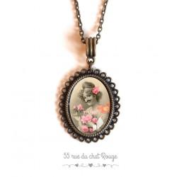 collana pendente cabochon, Donna del ritratto, retro, baffi, bronzo