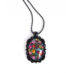Collier pendentif noir, cabochon ovale, fleuri, folklore ruesse, très coloré, noire