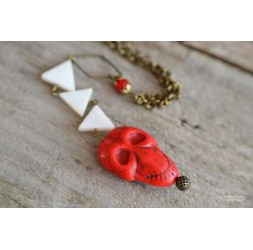 Mittellange Halskette, Perle Anhänger rote Schädel, Bronze
