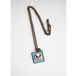 Collier court, pendentif cabochon chien Carlin, bleu pastel, bronze