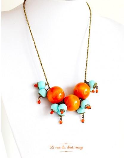 Collier grappe, bois orange, perle bleu tendre, bronze