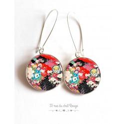 Pendientes, modelo japonés, floral, resina epoxi cabujón rojo y negro