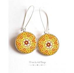 Boucles d'oreilles, Mandala jaune, soleil, rouge, esprit Zen, cabochon résine époxy, argentée